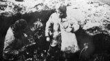 Голодні діти шукають їжу. УРСР, 1932–1933 роки