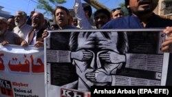 پاکستانیو خبریالانو په تېر یو نیم کال کې د محدودیتونو او سېنسرشېپ ضد احتجاجونه کړي