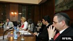 Sa skupa u Beogradu na kojem su predstavnici verskih zajednica razgovarali o formiranju REKOM-a, 16. juni 2010, foto: Saša Čolić