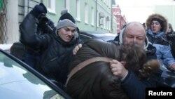 Нападение на ЛГБТ-активистов около Государственной Думы