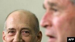 جرج بوش در دیدار با نخست وزیر اسرائیل خواستار جدی گرفتن تهدید ایران شد.(عکس: AFP)