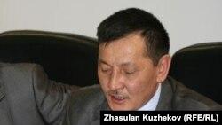 Активист движения «желтоксановцев» Курмангазы Рахметов зачитывает обращение к президенту Казахстана. Астана, 24 марта 2011 года.