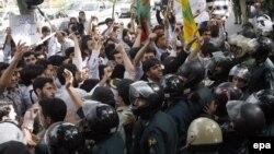 در تهران دهها تن با تجمع در مقابل دفتر سازمان ملل اقدام اسرائیل را محکوم کردند