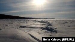 Поверхность замерзшего озера. Иллюстративное фото.