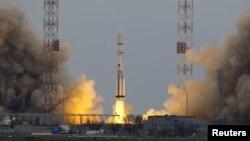 """ExoMars ғылыми станциясын тіркеген """"Протон-М"""" зымыран тасығышының ғарышқа ұшырылуы. Байқоңыр, 14 наурыз 2016 жыл."""