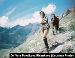 Чешский ученый Вера Павелкова-Ричанкова в горах Алтай-Саянского региона.
