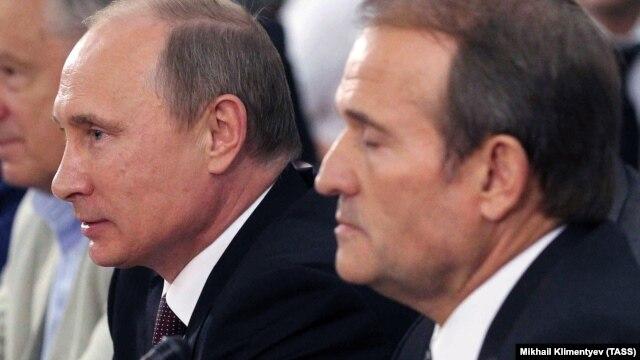 Ukrainian politician Viktor Medvedchuk (right) and Russian President Vladimir Putin in Kyiv on July 27