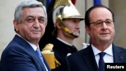 Армения президенті Серж Саргсян (сол жақта) мен Франция президенті Франсуа Олланд. Париж, 8 наурыз 2017 жыл.