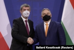 Andrej Babiš február 5-én Magyarországra jött, hogy személyesen beszélje meg Orbán Viktorral az orosz vakcináról való tudnivalókat.