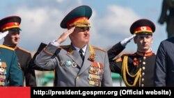 Liderul separatist Vadim Krasnoselski, la parada militară de 9 mai, de la Tiraspol