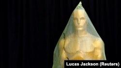 """""""Оскар"""" сыйлыгынын статуэткасы."""