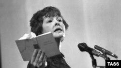 Поэтесса Белла Ахмадулина, 1984
