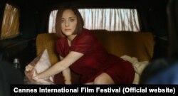 ماریون کوتیار در صحنهای از فیلم آنت