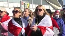 Belarus: Sute de femei, reținute la un protest