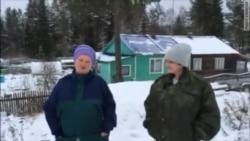 Жительницы посёлка Вегарус Республики Карелия Татьяна Сергеева и Елена Морозова