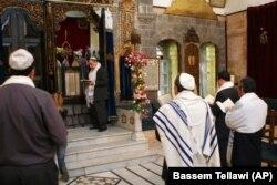 مراسم بزرگداشت عید پسح در یکی از کنیسههای یهودیان در دمشق در آوریل ۲۰۰۸