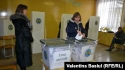 Молдова Европанын эң жакыр өлкөлөрүнүн бири жана 4 миллиондой элинин 78 процентке жакыны молдовандар, калган 14 проценти орустар жана украиндер.