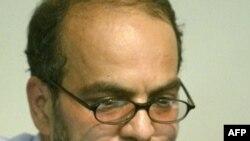 آقای شمس الواعظین می گوید که نمی شود با بزرگترین انجمن صنفی کارگری روزنامه نگاری ایران با چهار هزار عضو در سراسر کشور شوخی کرد.(عکس: AFP)