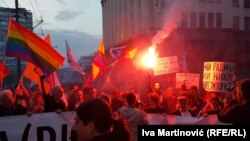 Baklje ispred zgrade Vlade Srbije