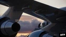هواپیمای اختصاصی رئیس جمهور آمریکا که در دو هفته مانده به انتخابات ریاست جمهوری عملا به خانه باراک اوباما تبدیل شده است.