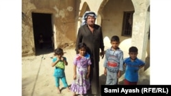 Iraq - Abu Ayyad, one of the internally displaced in Miqdadiya, with his family, Diyala, 17Oct2013