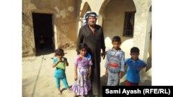 ابو اياد احد النازحين من المقدادية هو وعائلته (من الارشيف)
