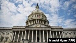 АҚШ конгресси жойлашган Вашингтондаги Капитолий биноси.