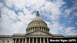 Вид на здание Капитолия, местопребывание конгресса США.