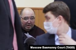 Борис Шпигель (слева), бывший член Совета Федерации от Пензенской области, арестованный за взятку Ивану Белозерцеву
