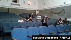 Зрительный зал перед началом спектакля в Государственном драматическом театре имени М. Горького. Астана, 12 января 2013 года.