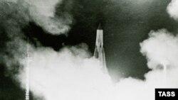 """СССР-дің """"Спутник 1"""" ғарыш аппаратын ұшыру сәті. Байқоңыр, 4 қазан 1957 жыл."""