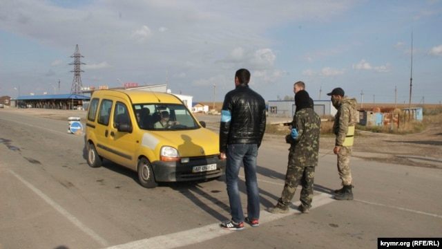 Crimean Tatars and other groups have been blocking road links from mainland Ukraine to Crimea since September. (file photo)
