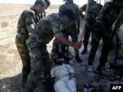 Suriyanın Homs şəhəri yaxınlığında hökumət qüvvələr tutduqları üsyançını döyür. 3 sentyabr 2011