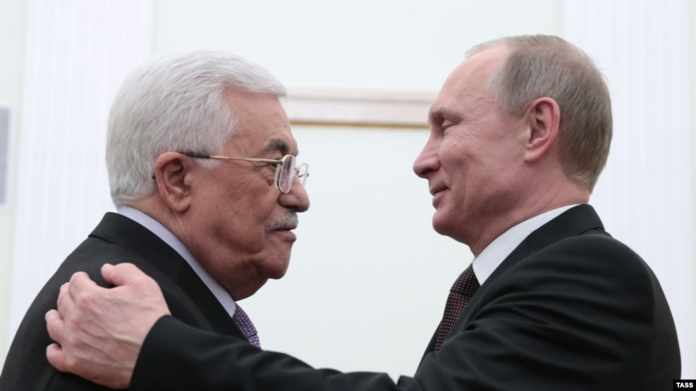 Russian President Vladimir Putin (R) and Palestinian leader Mahmud Abbas at a meeting in Moscow last year