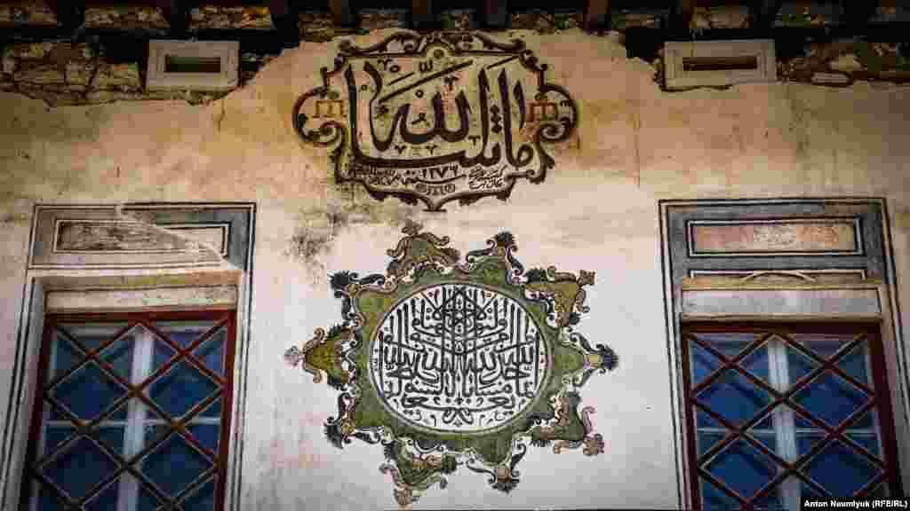 Стена Ханской мечети