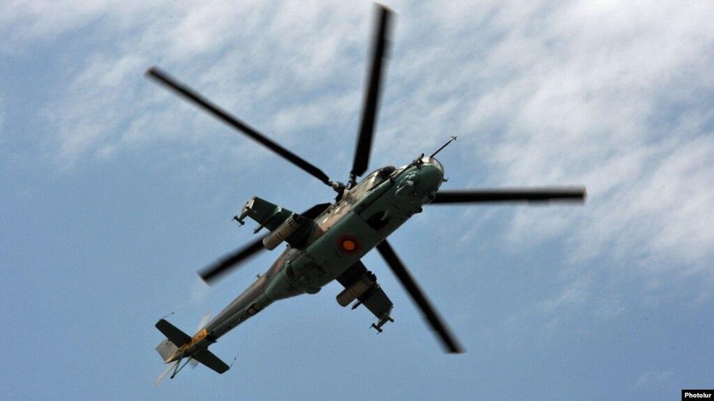 Гражданин Франции остался под снегом в горах Агверана, на помощь вылетел вертолет Минобороны