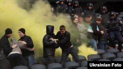 Українська міліція вчиться вгамовувати футбольних фанатів, Донецьк, 30 листопада 2010 року