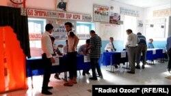 Голосование на участке в Кулябской области Таджикистана. 22 мая 2016 года.