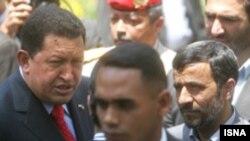 هوگو چاوز روز یکشنبه مورد استقبال رسمی قرار گرفت.