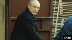 Former Yukos CEO Mikhail Khodorkovsky in a Moscow courtroom