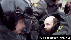 Russian Interior Ministry officers detain opposition activists in Moscow on March 31.