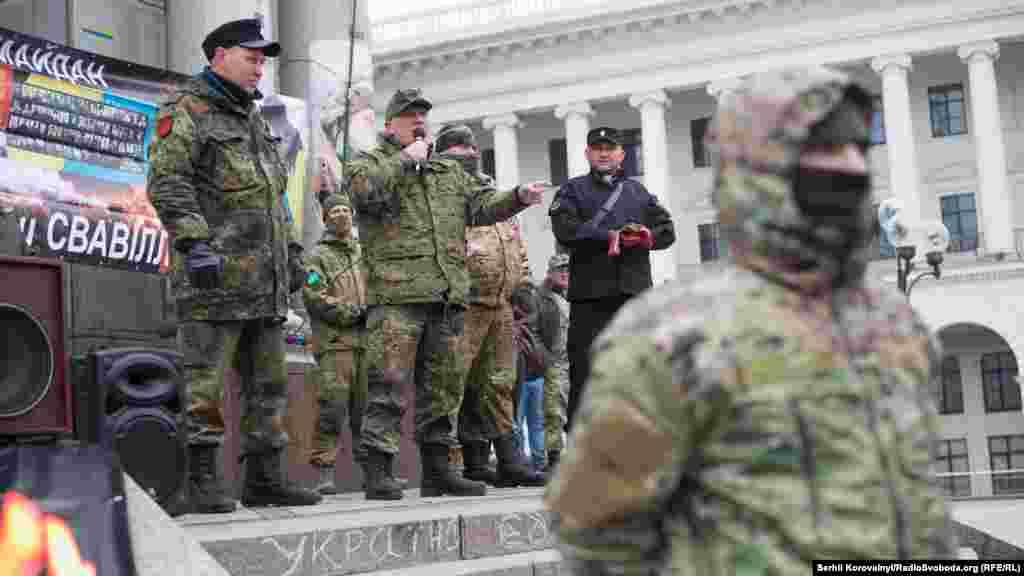 Віче. Виступає командир добровольчого батальйону «ОУН» Микола Коханівський