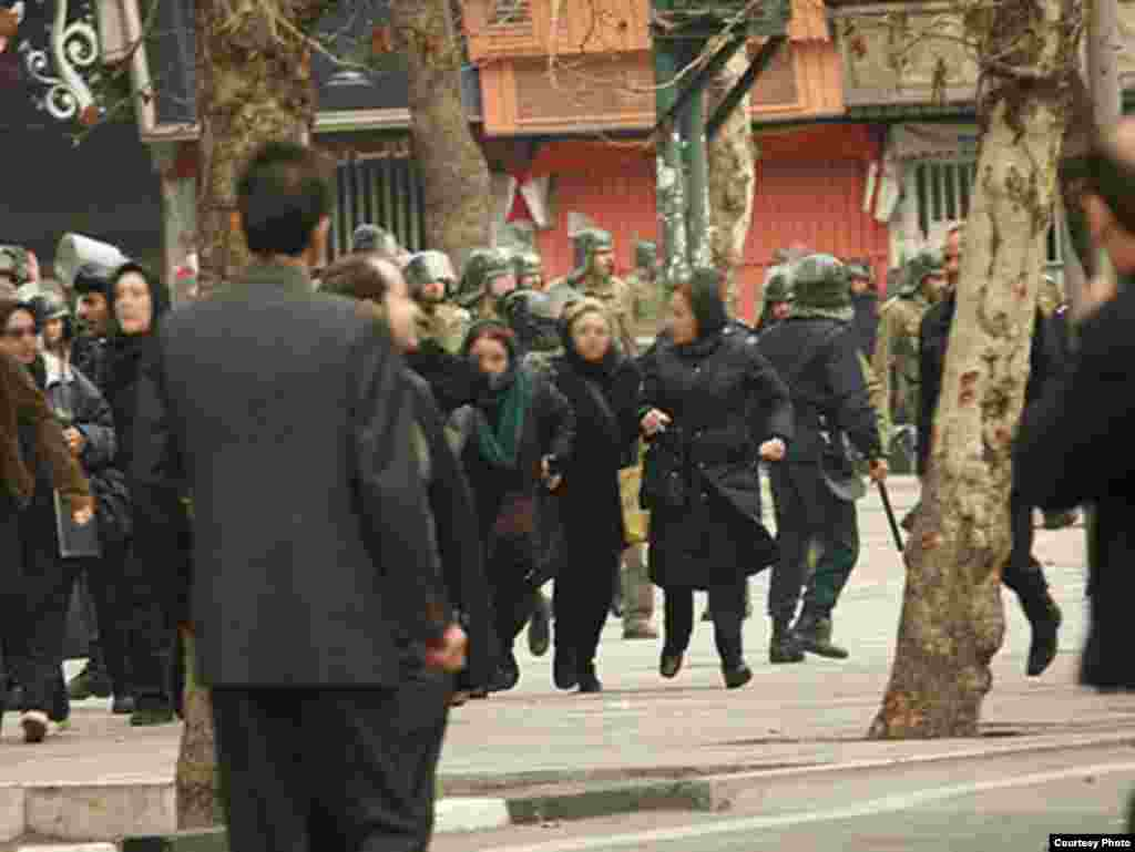 Iran -- Iranian riot policemen and opposition supporters in a Tehran street on Ashura (ashore) day, Tehran, 27Dec2009 - Photo by Dara (Use only with Photographer's name