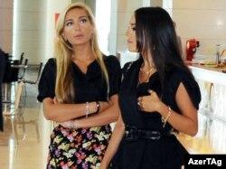 Арзу (слева) и Лейла Алиевы