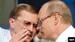 Хотя МАКС-2007 открывали Путин и Иванов, есть мнение, что в большей степени салон открылся для Путина и Иванова