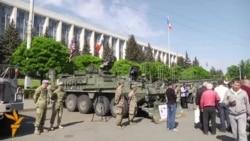 Tehnică militară americană și sovietică în centrul Chișinăului de Ziua Victoriei pe rit occidental