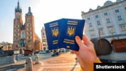 Для безвізових подорожей до Європи українцям буде достатньо лише біометричного закордонного паспорта, обіцяють дипломати