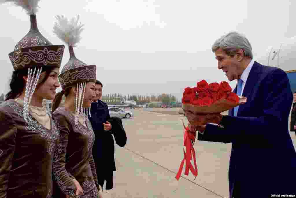 Фото Посольства США в КР.