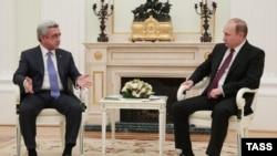 Президент Армении Серж Саргсян (слева) и президент России Владимир Путин. Москва, 10 марта 2016 года.