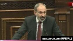 Исполняющий обязанности премьер-министра Армении Никол Пашинян выступает в Национальном собрании, Ереван, 24 октября 2018 г.